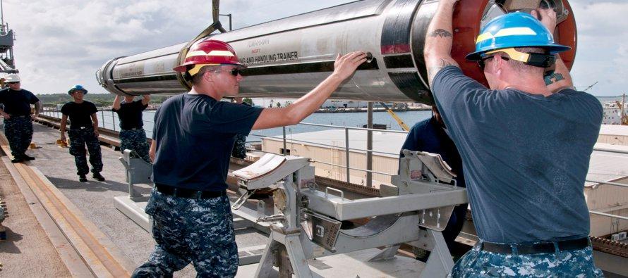 El costo de los 59 misiles Tomahawk lanzados en Siria, de la moderna bomba GBU-43B que explotó en...
