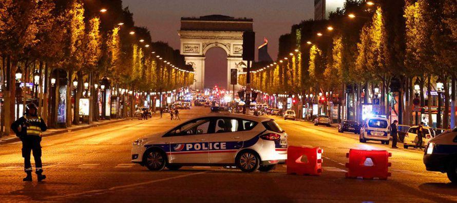 La policía de París, que está bajo estado de emergencia desde los atentados de noviembre de 2015,...