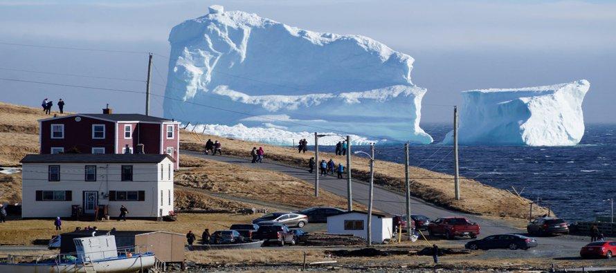 """Un pedazo del Ártico atrae a los """"cazadores de icebergs"""" en Canadá"""