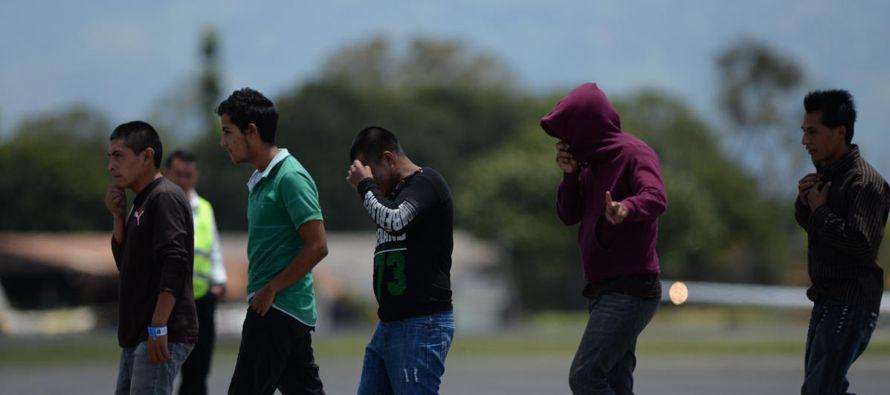 Cuauhtémoc Cárdenas cree que sociedad asume responsabilidades del Estado sobre migrantes