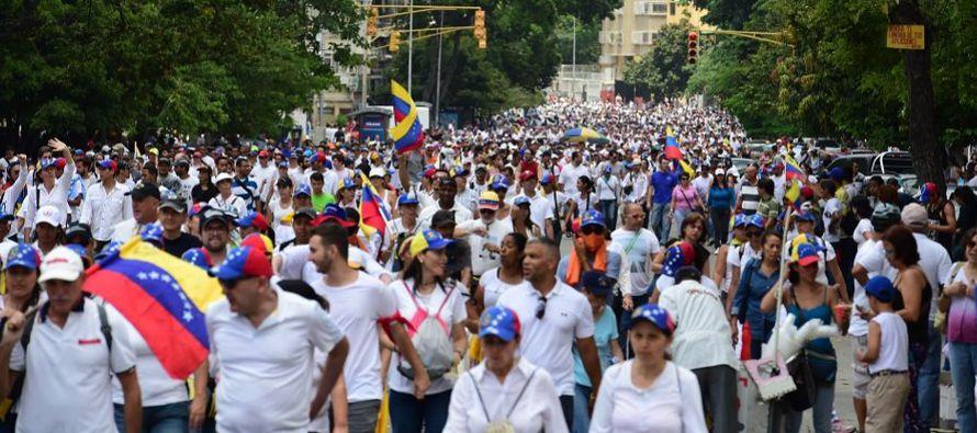 """""""Hemos caminado en paz porque este es un pueblo pacífico y porque la violencia únicamente..."""