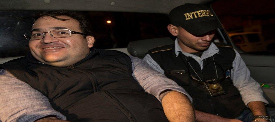 La sonrisa de Javier Duarte es obscena y tenebrosa. Obscena porque donde debiera haber...