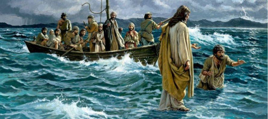 Al andar sobre las aguas, Jesucristo está mostrando su señorío sobre las cosas creadas. Pero...