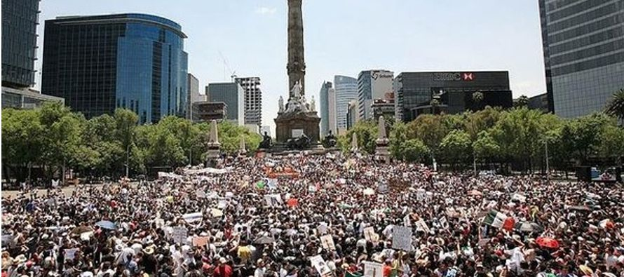 La proporción de mujeres es superior en el sur de México y la de hombres es mayor en el norte. El...