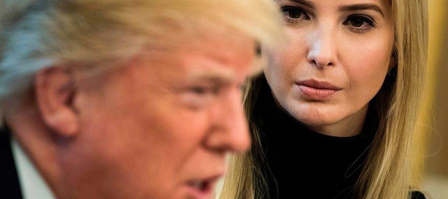 Quienes presenciaron la discusión afirman que Ivanka Trump abogó para que su padre pronunciara una...