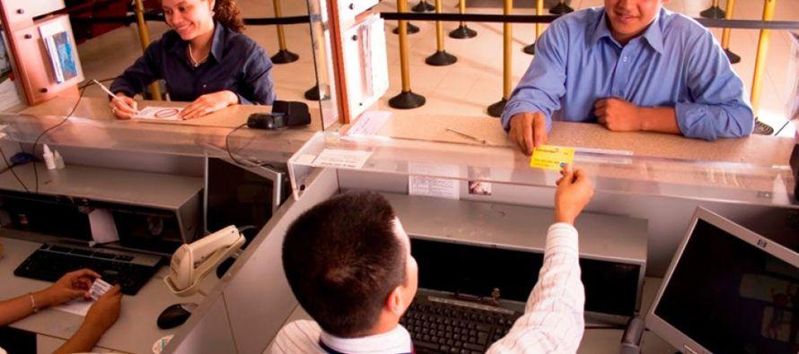 El conjunto de bancos que opera en México cobró a usuarios de préstamos personales y de consumo...