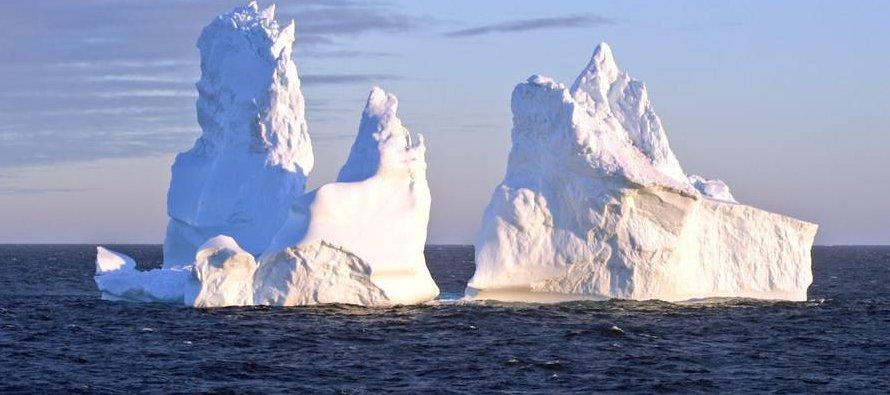 Cuando los iceberg entran en contacto con una zona de clima húmedo, el aire se ve forzado a...