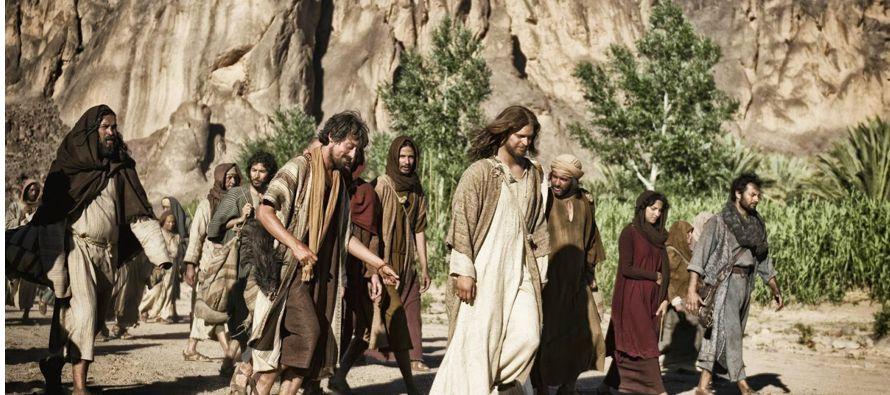 Muchos de sus discípulos se volvieron atrás y ya no andaban con Él. Jesús dijo entonces a los Doce:...