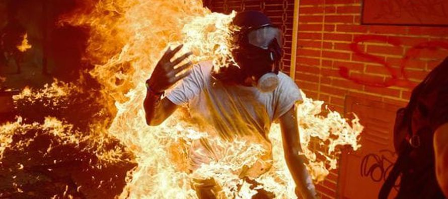 La respuesta del régimen ha sido brutalmente inflexible. Ha reprimido a los manifestantes de la...