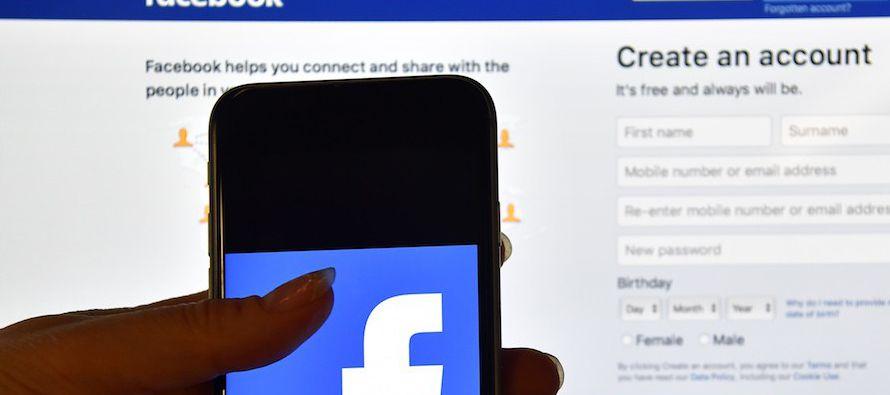 Facebook ha recibido intensa presión para abordar la divulgación de historias falsas, que fueron un...