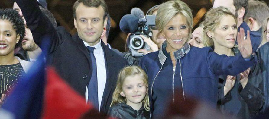 Emmanuel Macron quiere su esposa sea la primera dama. Ha repetido una y otra vez durante la campaña...