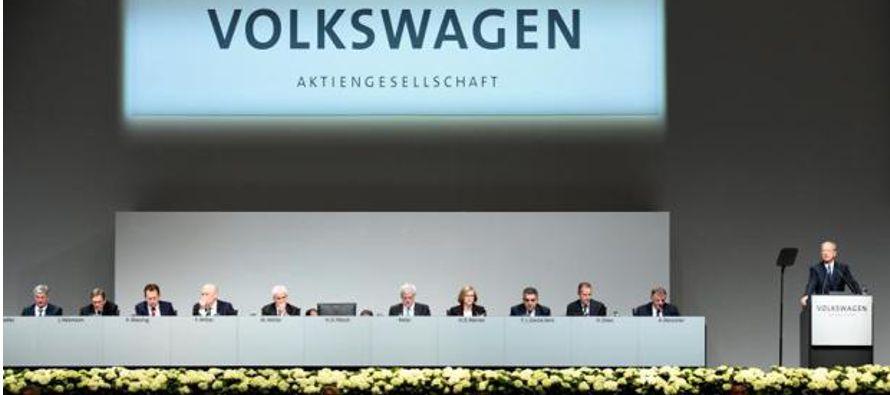 El presidente de la compañía, Matthias Müller, se ha defendido ante alrededor de 3,000...