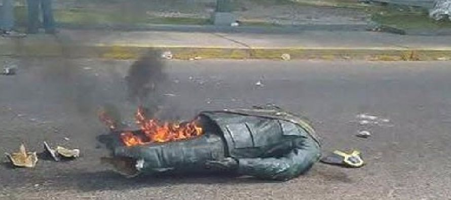 La Fiscalía de Venezuela pidió el miércoles que 14 personas, detenidas y acusadas de destruir una...