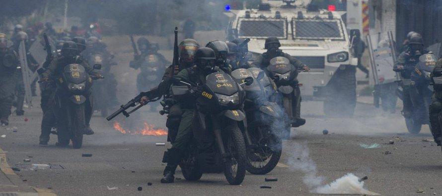 El miércoles miles de opositores tomaron de nuevo las principales avenidas del país insistiendo en...