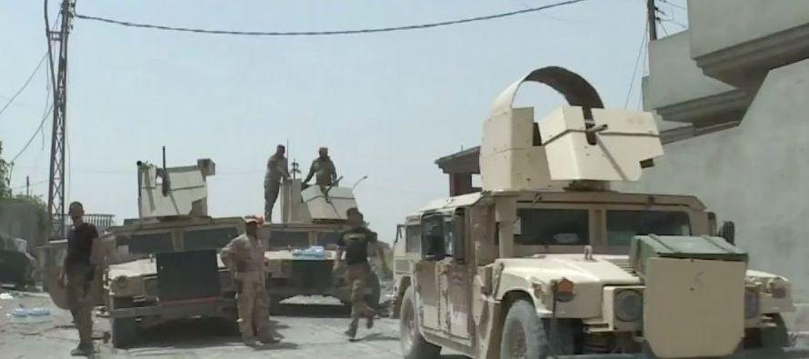 """""""Las fuerzas de seguridad avanzan en una zona llamada kilómetro 160, al oeste de Ramadi, hacia..."""