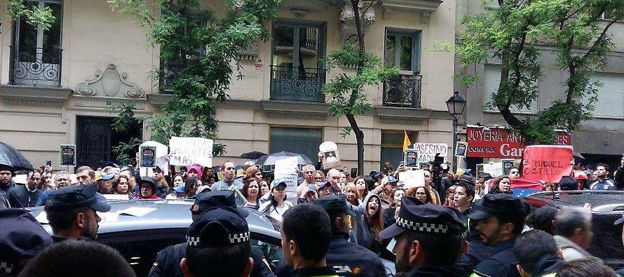 Los abuelos reclaman las muertes de jóvenes en medio de las protestas que han sido fuertemente y...