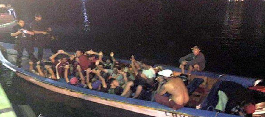 Cada vez más venezolanos optan por esta vía para abandonar su país, sumido en una profunda crisis...