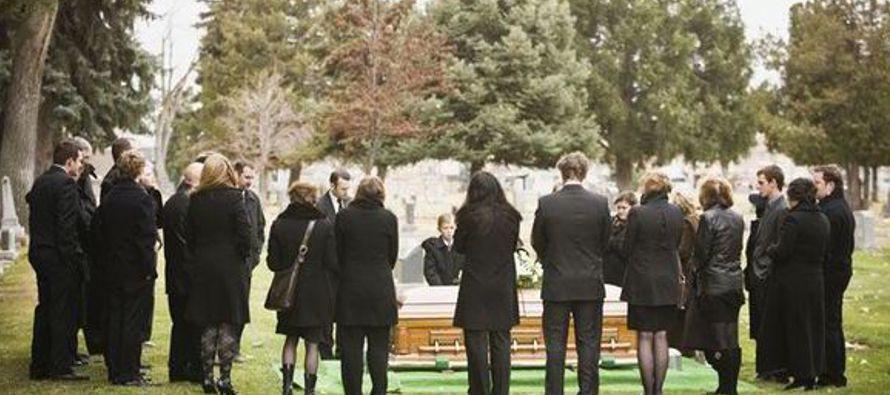 Mi papá me ha llamado una sola vez desde el funeral y el motivo fue para pedirme que le volviera a...