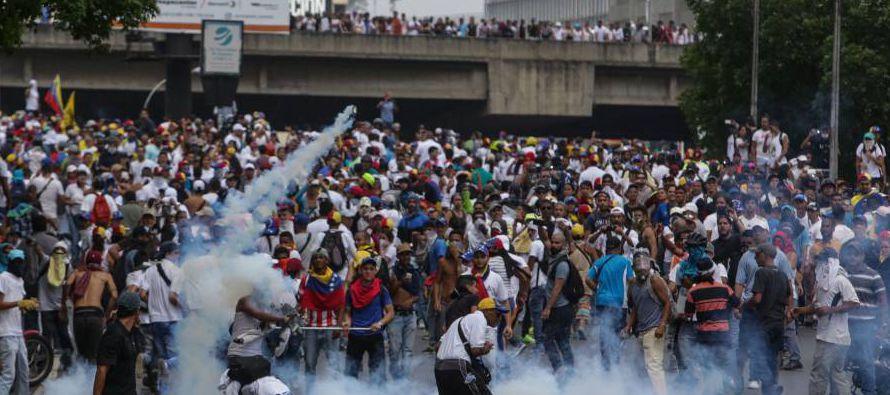 Dos jóvenes fueron asesinados en la tarde de este lunes (madrugada en España) durante las protestas...