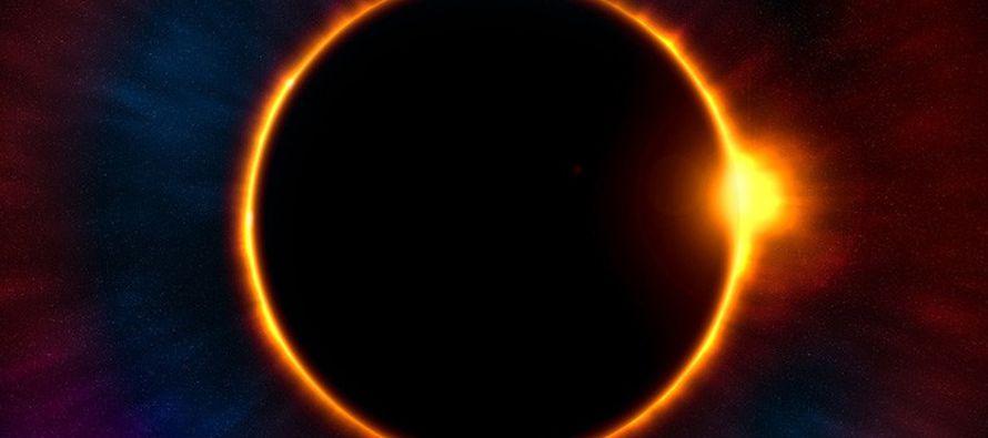 Los que se encuentren fuera de esa zona podrán observar un eclipse parcial en el que la luna...