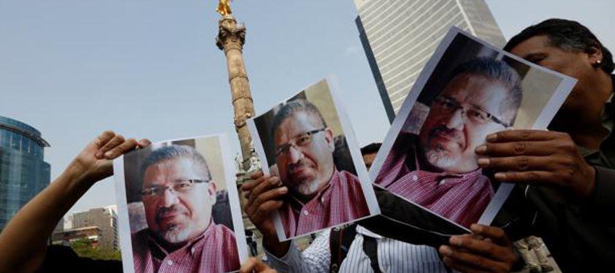 Son alrededor de cien periodistas asesinados desde el año 2000, según datos del Comité para la...