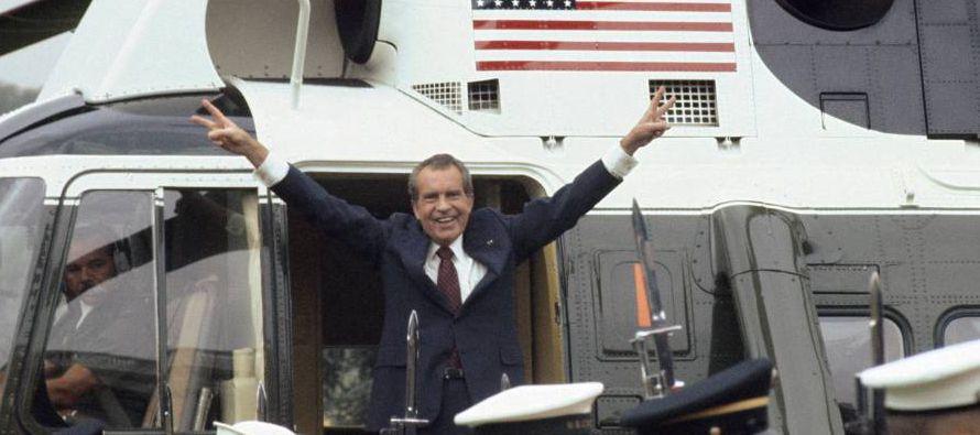 En aquella conversación, Nixon le dijo a Haldeman, su aliado más fiel, que hiciera gestiones con la...