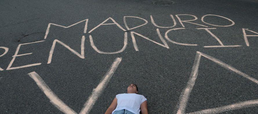 De prolongarse el chavismo en el poder, América Latina entrará en una hora bochornosa. En Venezuela...