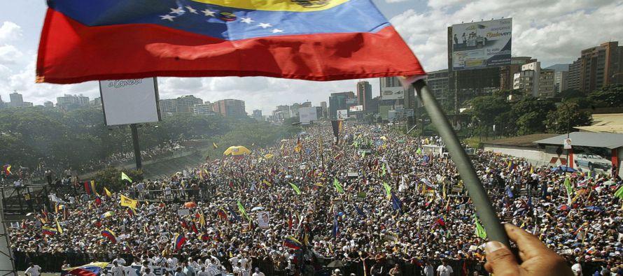 Los manifestantes exigen elecciones anticipadas, libertad para los activistas encarcelados, ayuda...