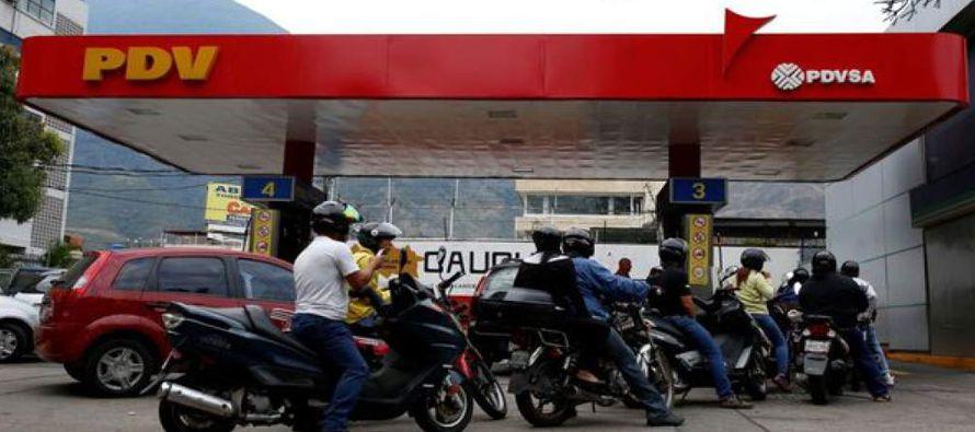 Venezuela, que tiene la gasolina más barata del mundo, ha sufrido desabastecimientos temporales de...