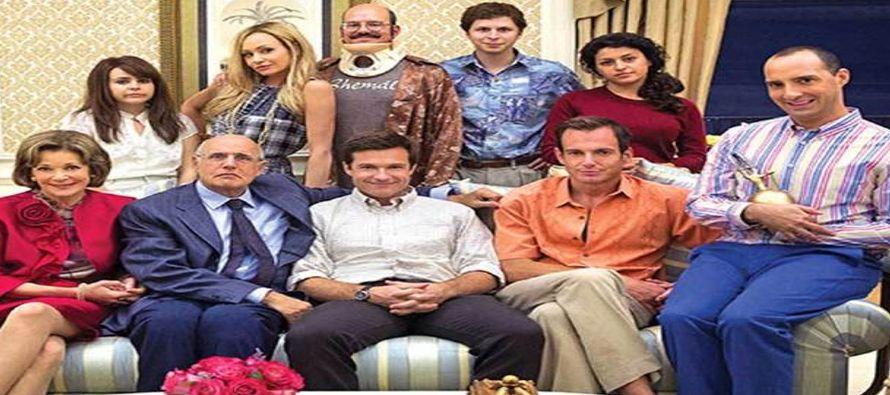 """En un comunicado de Netflix, el creador de la serie Mitchell Hurwitz bromeó """"que historias..."""