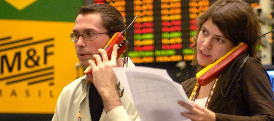 El costo de asegurar la deuda soberana de Brasil frente a un incumplimiento se disparaba el jueves...