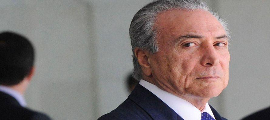 El índice referencial de la bolsa brasileña, el Bovespa se hundió preliminarmente un 8,83 por...