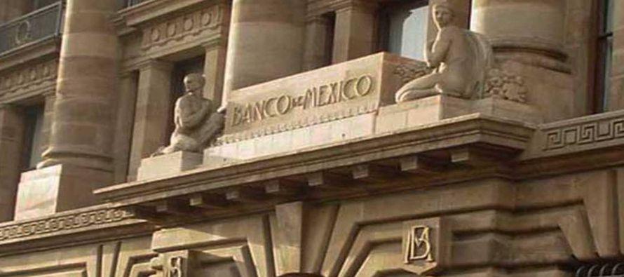 La autoridad monetaria incrementó en 25 puntos base la tasa de interés interbancaria a un día a un...