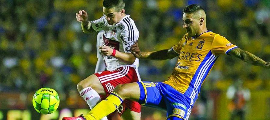En el triunfo de Tigres, el argentino Lucas Zelarayan metió el primer gol a los 42 minutos al...