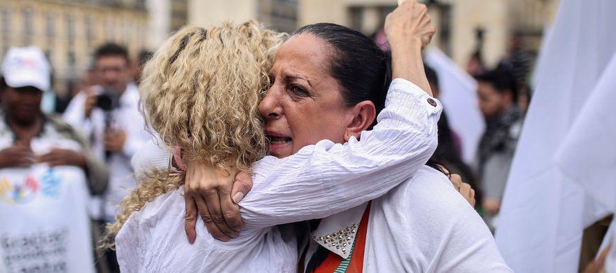 En más de 203 municipios colombianos, el trabajo laborioso y peligroso de ubicar, deshabilitar y...