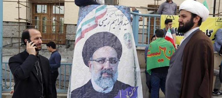 Ibrahim Reisi ha estado ligado al poder judicial, controlado por el Líder Supremo, durante gran...