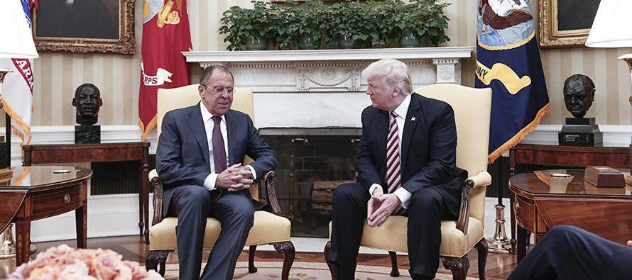 El reporte fue publicado mientras Trump se dirigía a Arabia Saudita, en la primera etapa de un...