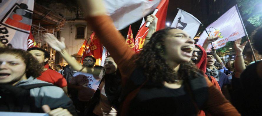 El golpe bajo que supuso la expulsión de Rousseff de la jefatura del Estado, retorciendo de forma...