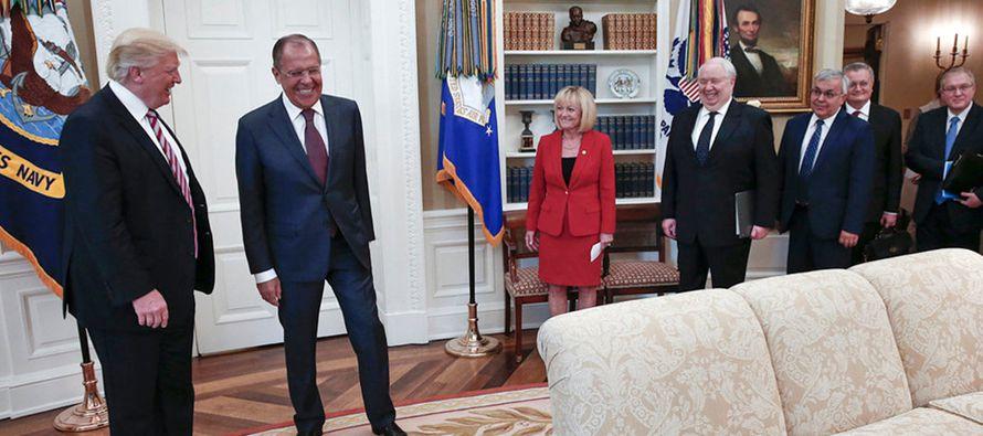 Comentarios de Trump a rusos sobre despido de jefe FBI buscaban mejorar la cooperación