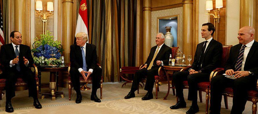 Trump ofrece un curioso elogio a su homólogo egipcio