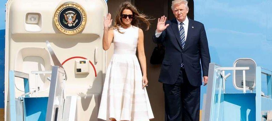 El avión presidencial Air Force One aterrizó en el aeropuerto Leonardo da Vinci, donde Trump y su...