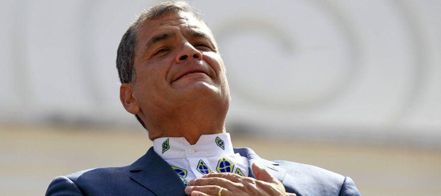 Uno de cada dos sábados el presidente saliente de Ecuador, Rafael Correa, dedica unos minutos del...