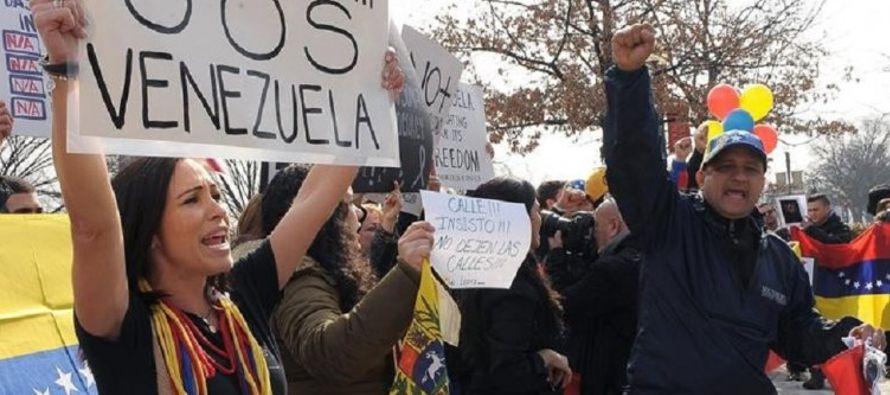 Desde que empezaron las protestas antigubernamentales a fines de marzo, miles de opositores se...