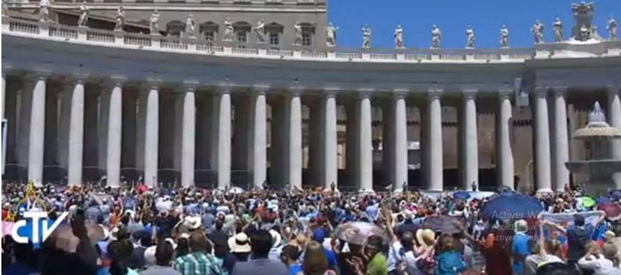 """""""La comunidad cristiana, ha subrayado el Papa, a pesar de todas las limitaciones humanas, se..."""