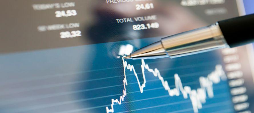 El sector tecnológico del S&P 500 perdió un 0,8 por ciento tras caer un 2,7 por ciento el viernes,...