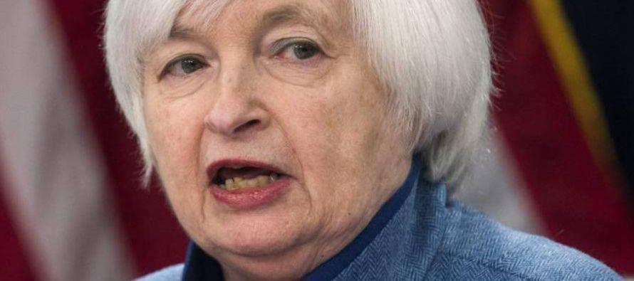 La Reserva Federal de Estados Unidos (Fed) vuelve a colocar los tipos de interés por encima del 1%,...