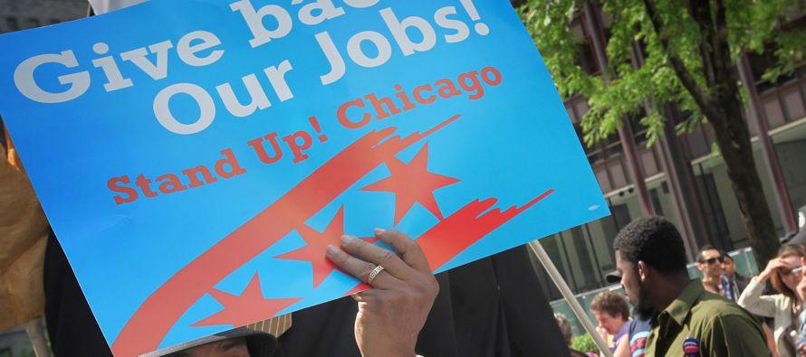 Los pedidos iniciales de beneficios estatales por desempleo cayeron en 8,000, a una cifra...