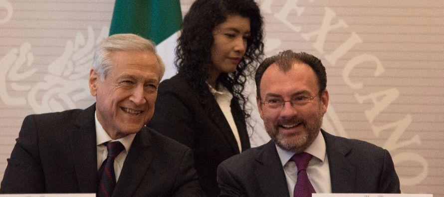 El canciller de Chile, Heraldo Muñoz, se reunió con su par mexicano, Luis Videgaray, en Estados...