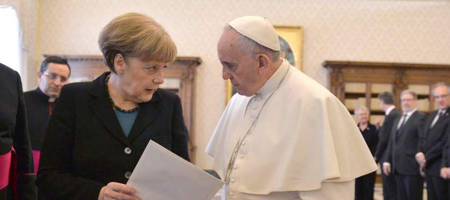 Merkel, quien se enfrenta a elecciones en septiembre, dijo que el Papa expresó su apoyo a la agenda...