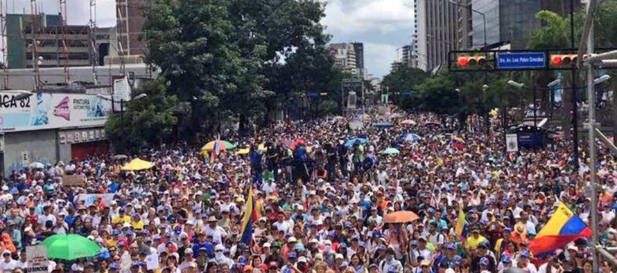 Consideramos hermano al pueblo venezolano, y apoyamos sus legítimas expectativas de paz,...